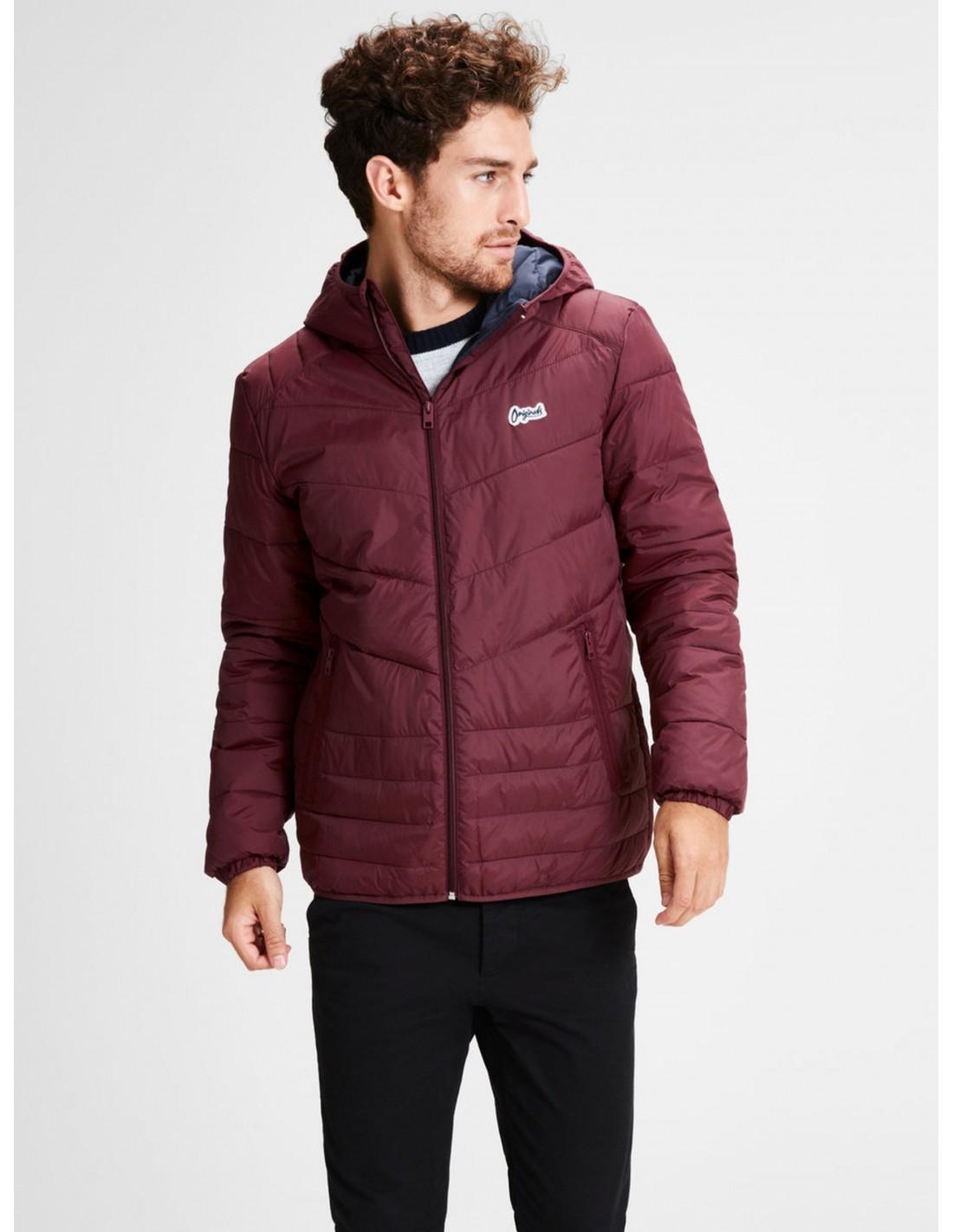 9edaec843fc chaqueta-acolchada-con -capucha-jack-and-jones-en-color-burdeos-port-royale.jpg
